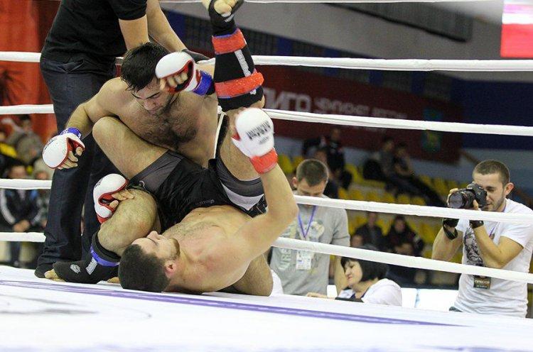 Сильнейшие бойцы Приморья по смешанному боевому единоборству ММА сразятся за титулы чемпионов