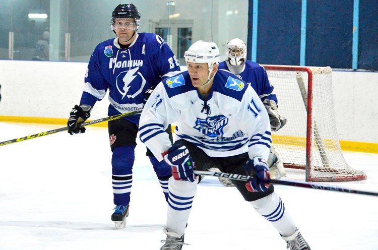 В «Ночной Хоккейной Лиге» Приморья обострилась борьба за попадание в плей-офф