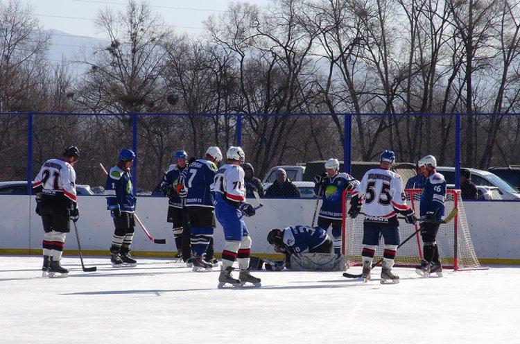 Хоккеисты «Сучана» и «Барса» провели матч на новой площадке в Лозовом