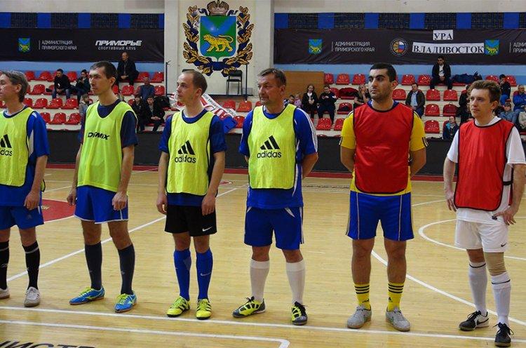 Чиновники администраций Приморья и Владивостока сразились в товарищеском турнире по мини-футболу