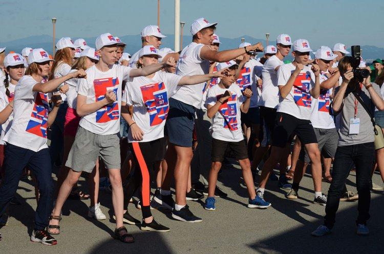 В массовой тренировке по боксу во Владивостоке приняли участие 1800 человек