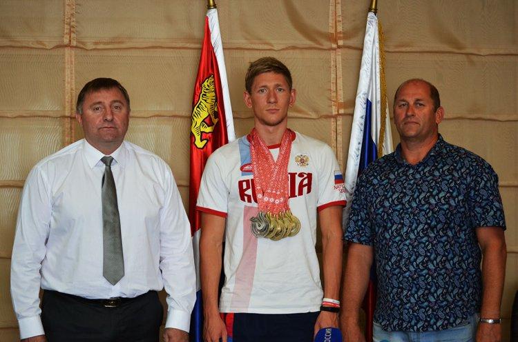 Во Владивостоке прошла пресс-конференция с 12-кратным чемпионом Сурдлимпийских игр Виталием Оботиным