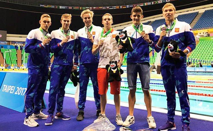 Студенты ДВФУ выиграли бронзовые медали в эстафетном плавании на Всемирной Универсиаде