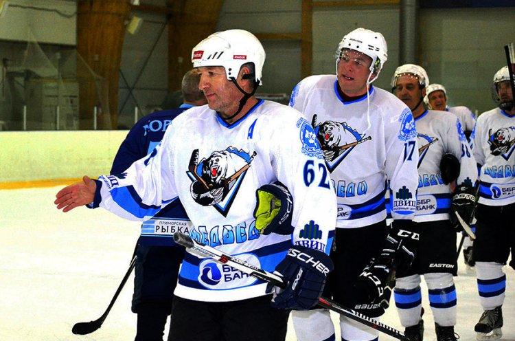 Тремя «сухими» победами стартовал Чемпионат Владивостока по хоккею среди взрослых команд