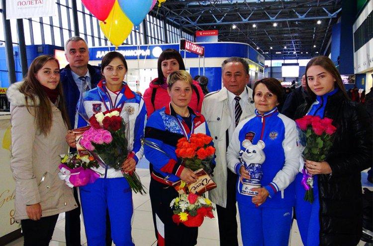 Приморские самбистки вернулись домой с наградами Чемпионата мира в Сочи