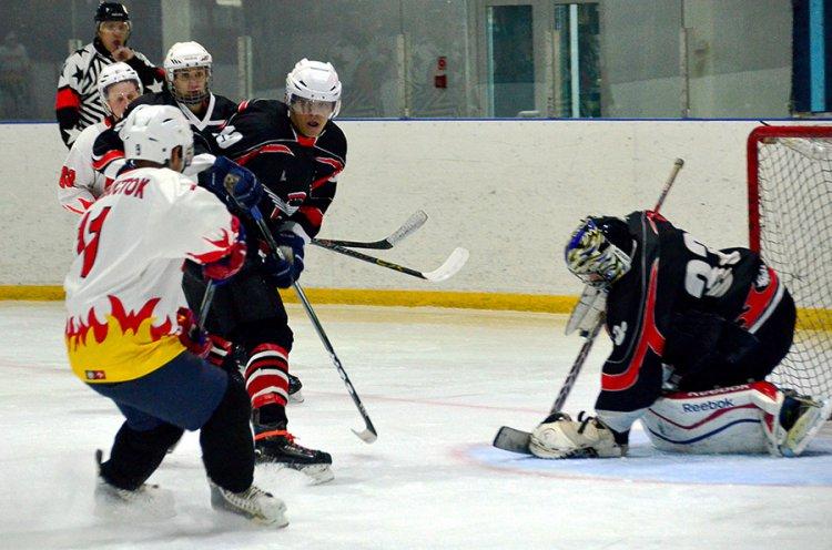 В Приморье стартовал хоккейный турнир «Лига надежды 18+»