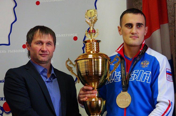Пресс-конференция с двукратным чемпионом мира по кикбоксингу Александром Захаровым прошла во Владивостоке