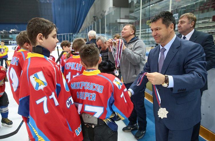 Почти 200 юных хоккеистов поборолись за Кубок Губернатора Приморья