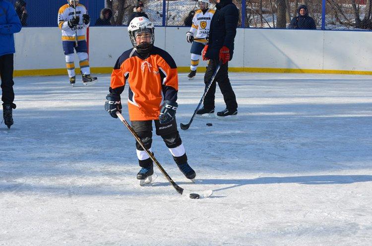 Жители Дальнереченска оттачивают мастерство на новой ледовой площадке