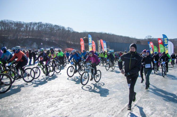 Традиционная зимняя гонка на велосипедах «Тур острова Папенберг» состоялась в Приморье