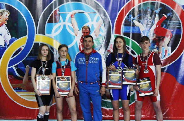 Юные атлеты из Дальнегорска завоевали медали на Первенстве России по пауэрлифтингу