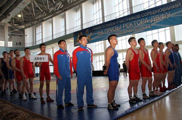 Сильнейшие борцы сразятся во Всероссийском турнире за призы ректора ДВФУ