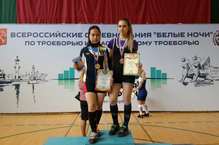 Юные спортсменки из Дальнегорска вновь отличились на всероссийском турнире по пауэрлифтингу