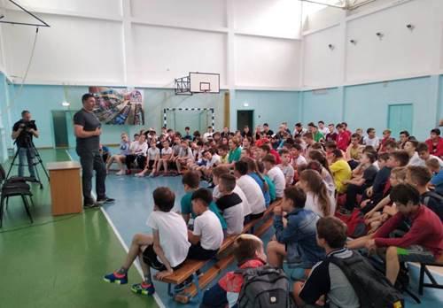 Школьники Владивостока встретились с двукратным олимпийским чемпионом