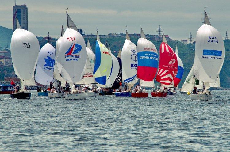 Во Владивостоке стартовал парусный фестиваль «Кубок Семь футов 2018»