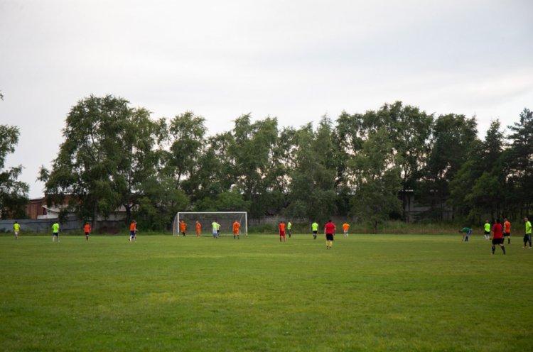 Универсальную спортивную площадку строят в центре Спасска-Дальнего