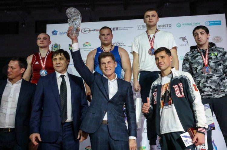 Олег Кожемяко наградил победителей Всероссийского турнира по боксу памяти Сахарова