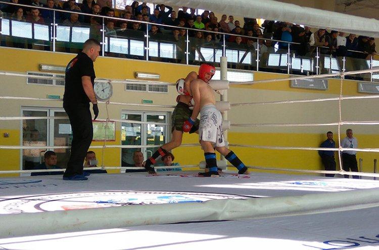 Чемпионат по смешанному боевому единоборству ММА прошел во Владивостоке