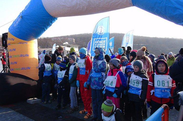 Оргкомитет ледового полумарафона Honor Vladivostok Ice Run сформировал стартовые пакеты участников