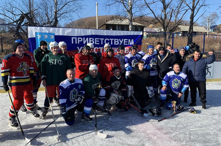 Праздник хоккея устроили в поселке Преображение