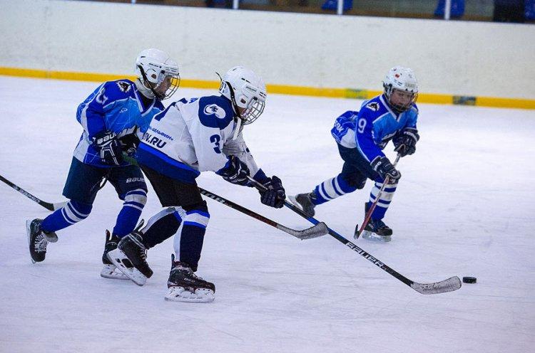 Юные приморские хоккеисты сражаются за выход в плей-офф