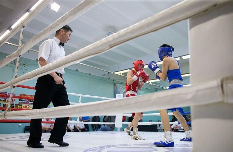 Боксеры-юниоры сражаются во Владивостоке в Первенстве ДФО