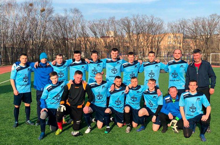 Футбольный клуб «Океан» разгромил «Большой Камень» в товарищеском матче