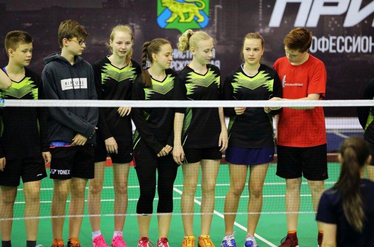 Во Владивостоке прошел второй круг командного чемпионата Приморья по бадминтону