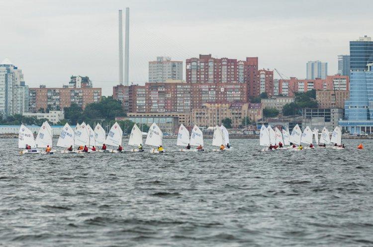 Юные яхтсмены Дальнего Востока борются за награды