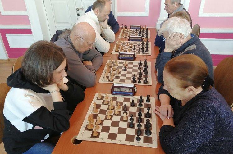 На шахматный турнир в Артеме приехали участники из пяти городов Приморья
