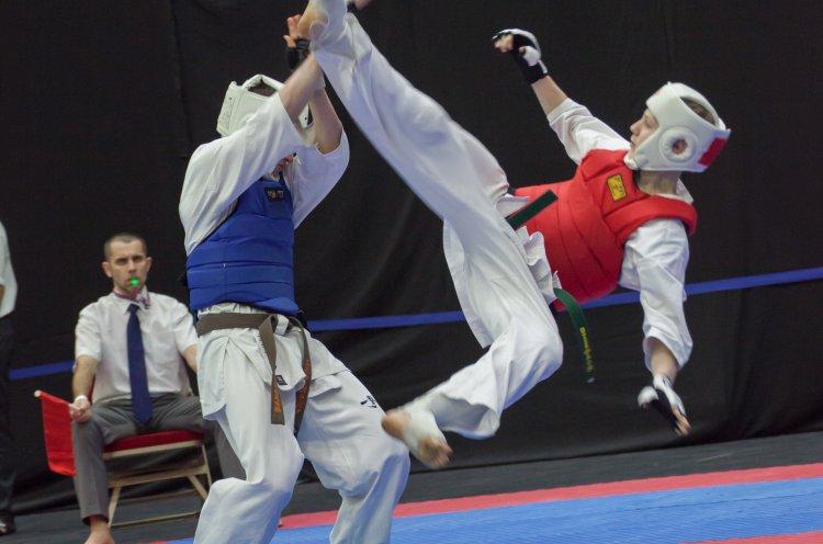 Приморские спортсмены привезли медали с чемпионата и первенства ДФО по киокусинкай