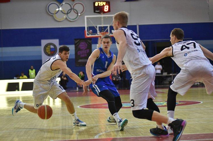 «Спартак-Приморье» разгромил «Новосибирск»