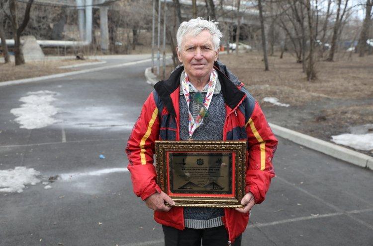 Спортивного журналиста Владимира Болдырева поздравили с юбилеем