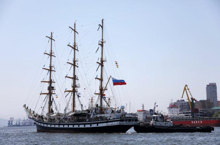 Флаг Олимпийского комитета России обогнул земной шар