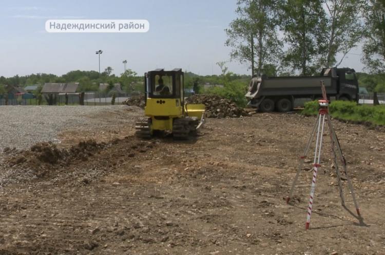 В селе Прохладное Надеждинского района строят универсальную спортплощадку