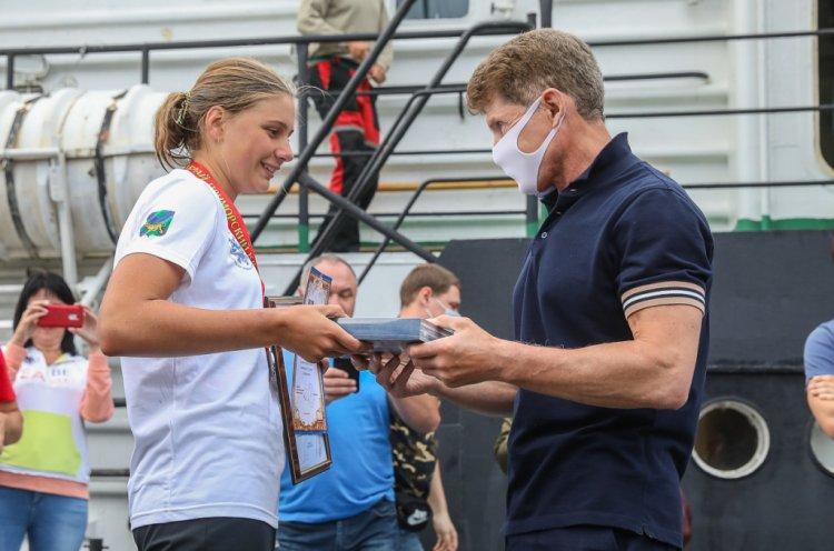 Олег Кожемяко наградил участников трехдневного экологического заплыва в Приморье