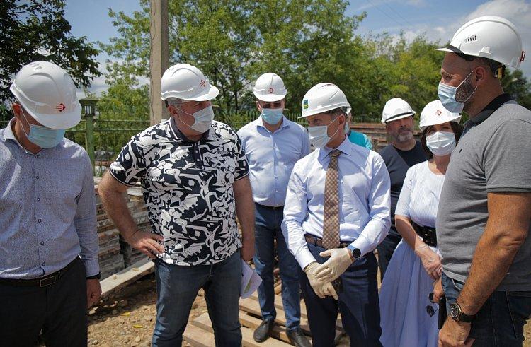 Олег Кожемяко потребовал ускорить темпы строительства гребной базы в Лозовом
