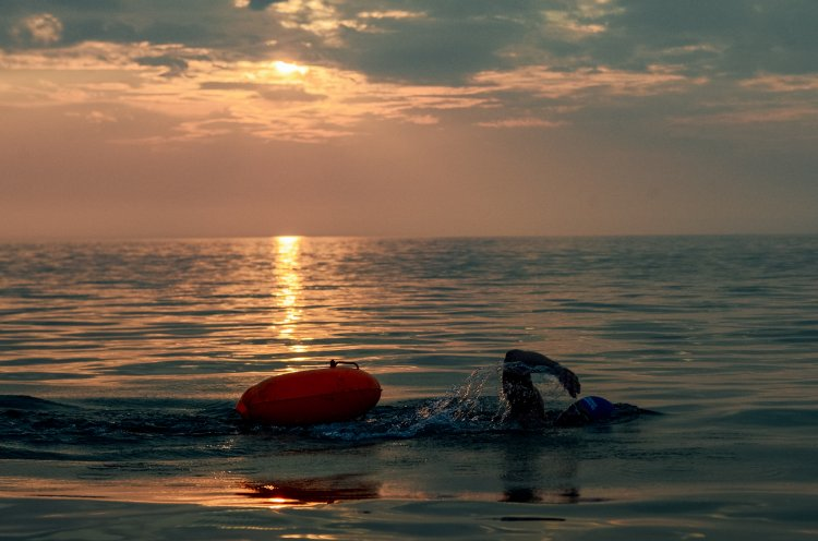 Приморские спортсмены переплыли Байкал, преодолев 57 километров за 15 часов