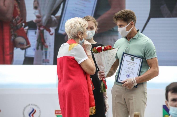Олег Кожемяко наградил приморских спортсменов в День физкультурника