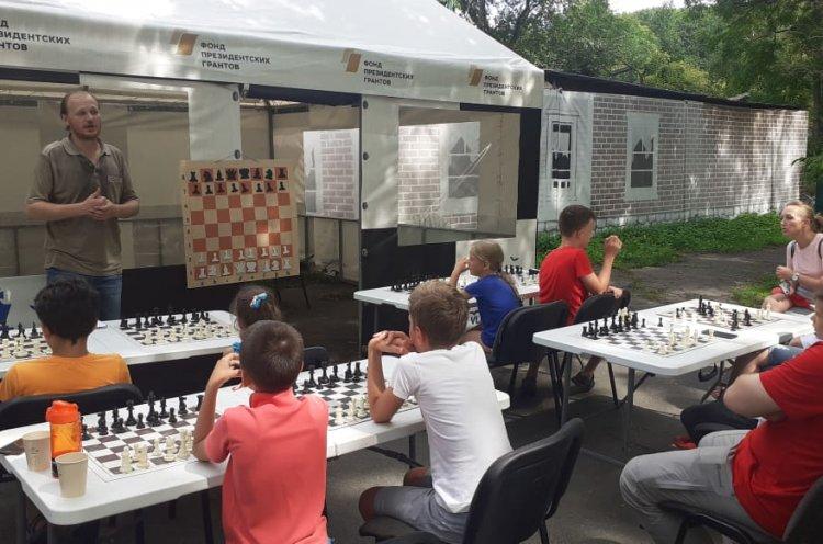 Жителей и гостей Владивостока приглашают на сеанс одновременной игры с мастером по шахматам