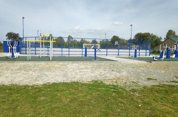 Универсальную спортивную площадку открыли по нацпроекту в селе Сергеевка