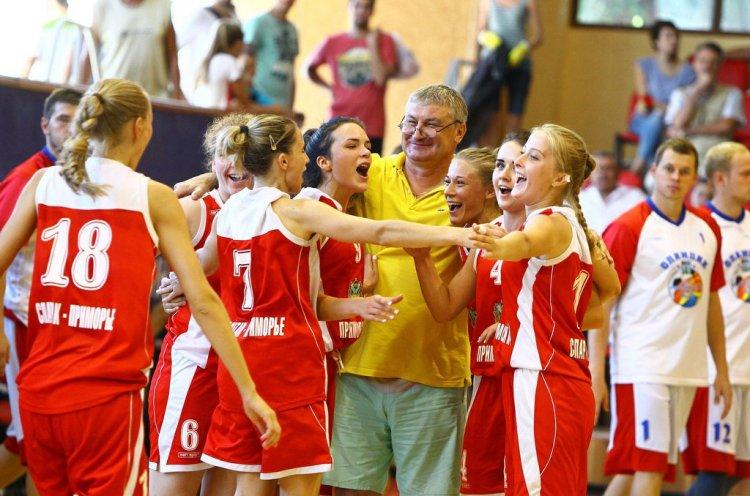 Звание заслуженного работника физической культуры присвоили тренеру по баскетболу Андрею Терехину