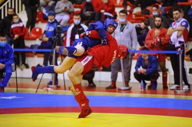Приморские самбисты заняли первое командное место в чемпионате и первенстве ДФО