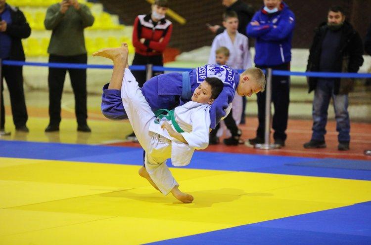 Новогодний турнир по дзюдо прошел в спорткомплексе «Олимпиец»