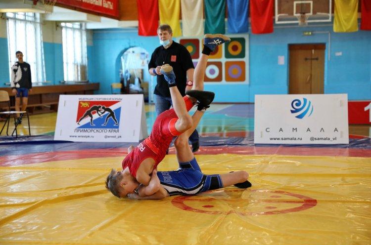 Первенство края по греко-римской борьбе провели во Владивостоке
