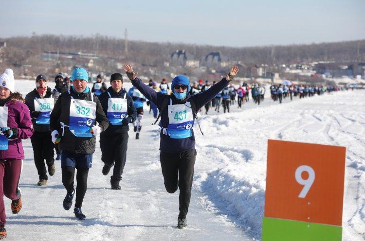 Больше тысячи бегунов получили медали VI Ледового полумарафона HONOR Vladivostok Ice Run