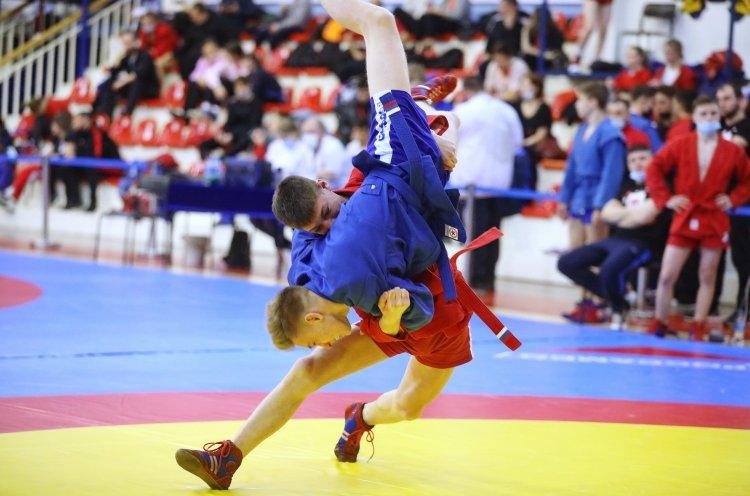 Юные самбисты Приморья завоевали 21 медаль на первенстве ДФО