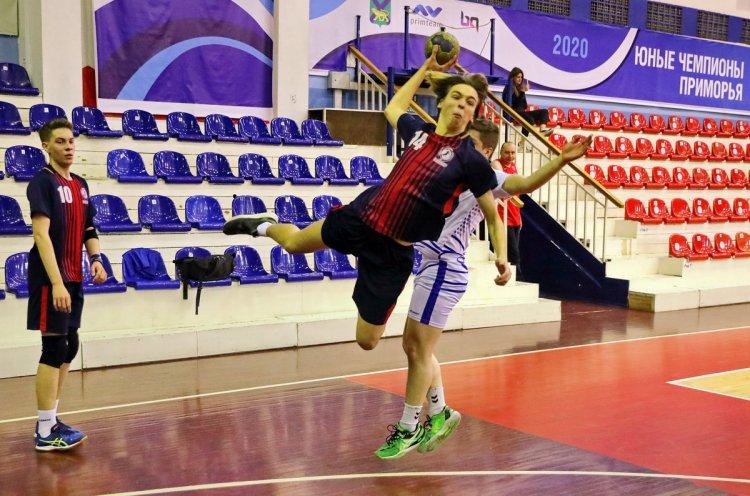 Первенство края по гандболу завершилось во Владивостоке