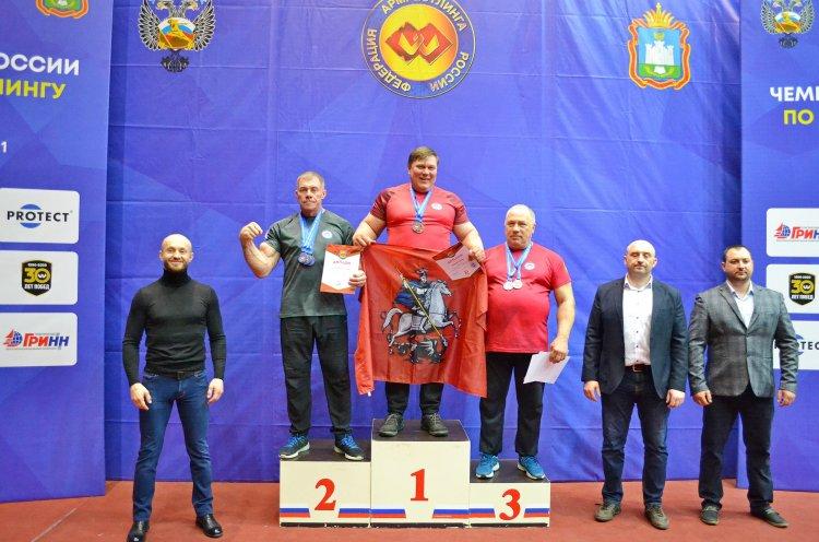 Приморцы завоевали шесть медалей на чемпионате и первенстве России по армрестлингу