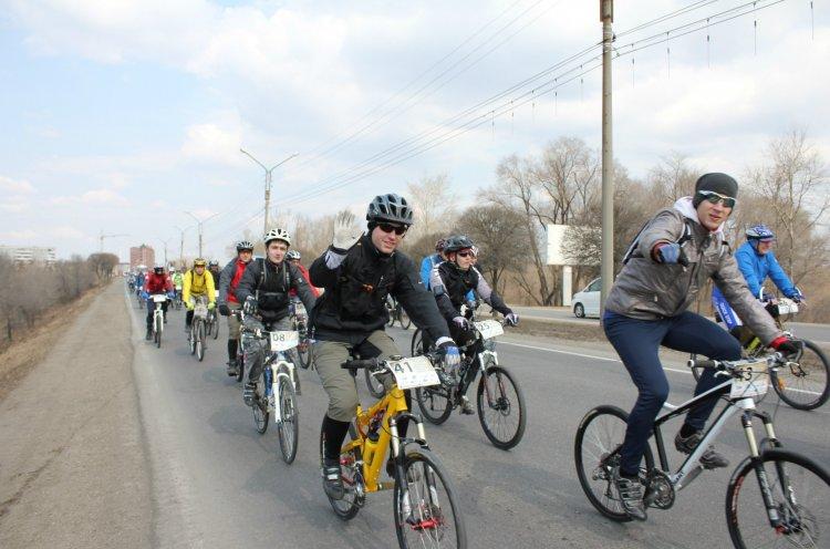 Спортивные выходные в Приморье – массовые утренние зарядки, велопробеги, турниры по тяжелой атлетике, дзюдо, фехтованию и волейболу